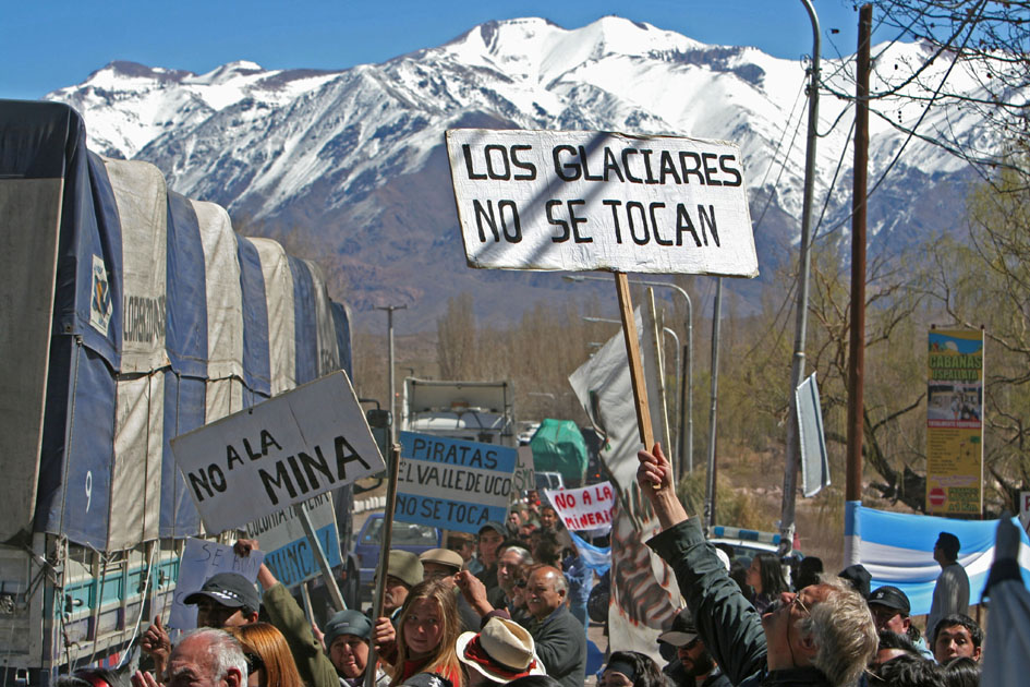 8ª UAC y marcha en vendimia marzo 2012. Primer corte en Uspallata. 11 de septiembre de 2009. Fotografía: Mariano Nadalich (diseñador gráfico, UNCuyo).
