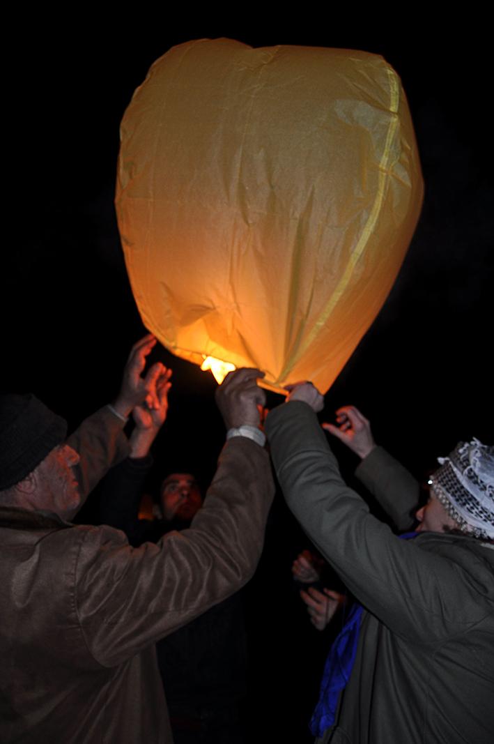 Mesher. Globos de aire por la última noche del año. Fotografía de Eliana Caramelli.