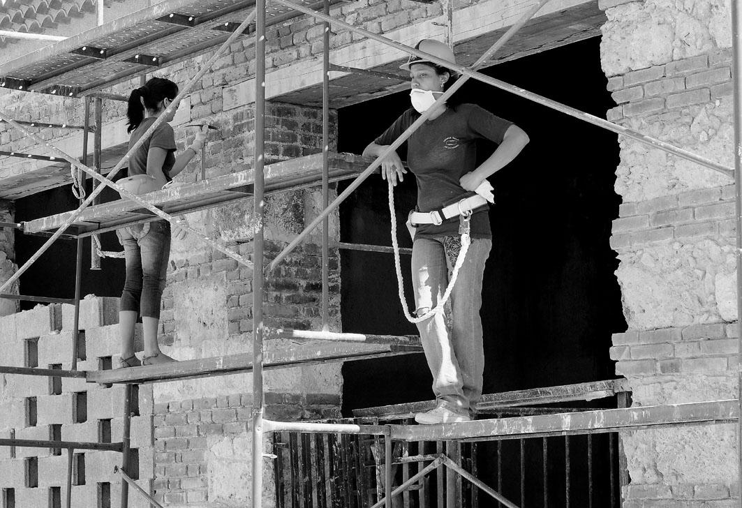 El proceso de rehabilitación de La Habana Vieja, financiado con los ingresos de hoteles y restaurantes de la zona, y con una alta participación comunitaria. Fotografía: Eduardo Camino.