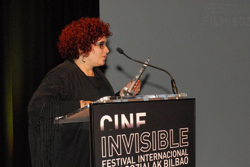 Marilyn Solaya recibiendo el premio a la mejor película realizada por una mujer. Fotografía cedida por el Festival.