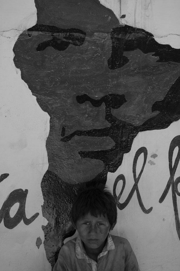 Fotografía de Arpad Pou. El 9 de octubre de 1967 Ernesto Che Guevara murió en La Higuera (Bolivia). Hoy día millones de turistas visitan este pueblo de poco menos de 100 habitantes para homenajear al revolucionario argentino. Enero de 2015.