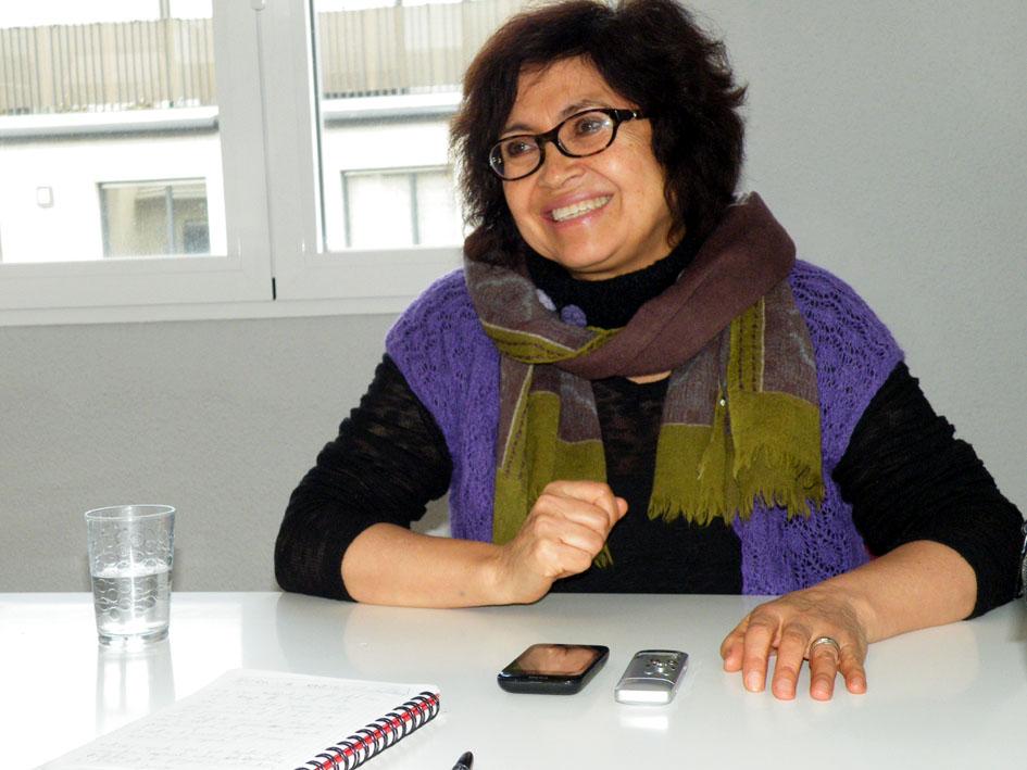 Magdalena León durante su entrevista en Bilbao. Fotografía: OMAL.