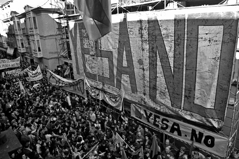 Concentración en Jaca contra el recrecimiento de Yesa. Fotografía: Asociación Río Aragón.