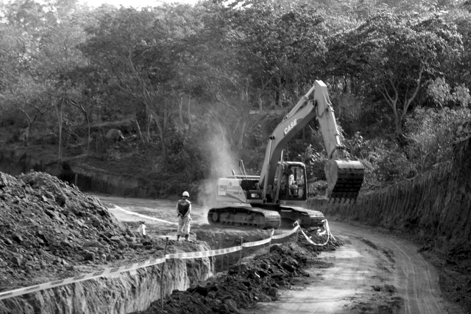 Equipo de excavación en la construcción de El Encanto Villas y Golf en San José Villanueva. Fotografía del equipo de comunicación de ACUA.