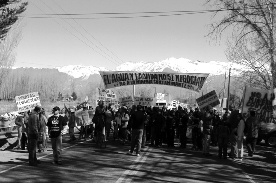 Corte de carretera contra la actividad minera sobre la ruta 7 en Uspallata, (Mendoza). Fotografía de Lucrecia Wagner.