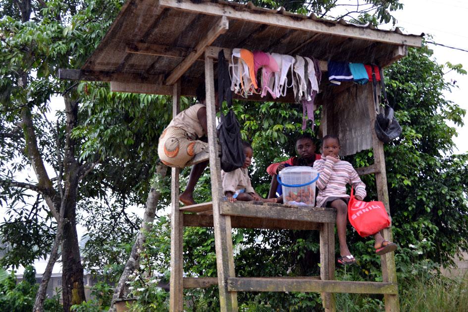 Cada vez más adolescentes y niñas de Douala (Camerún) inician el trayecto migratorio. Fotografía: Helena Maleno Garzón.