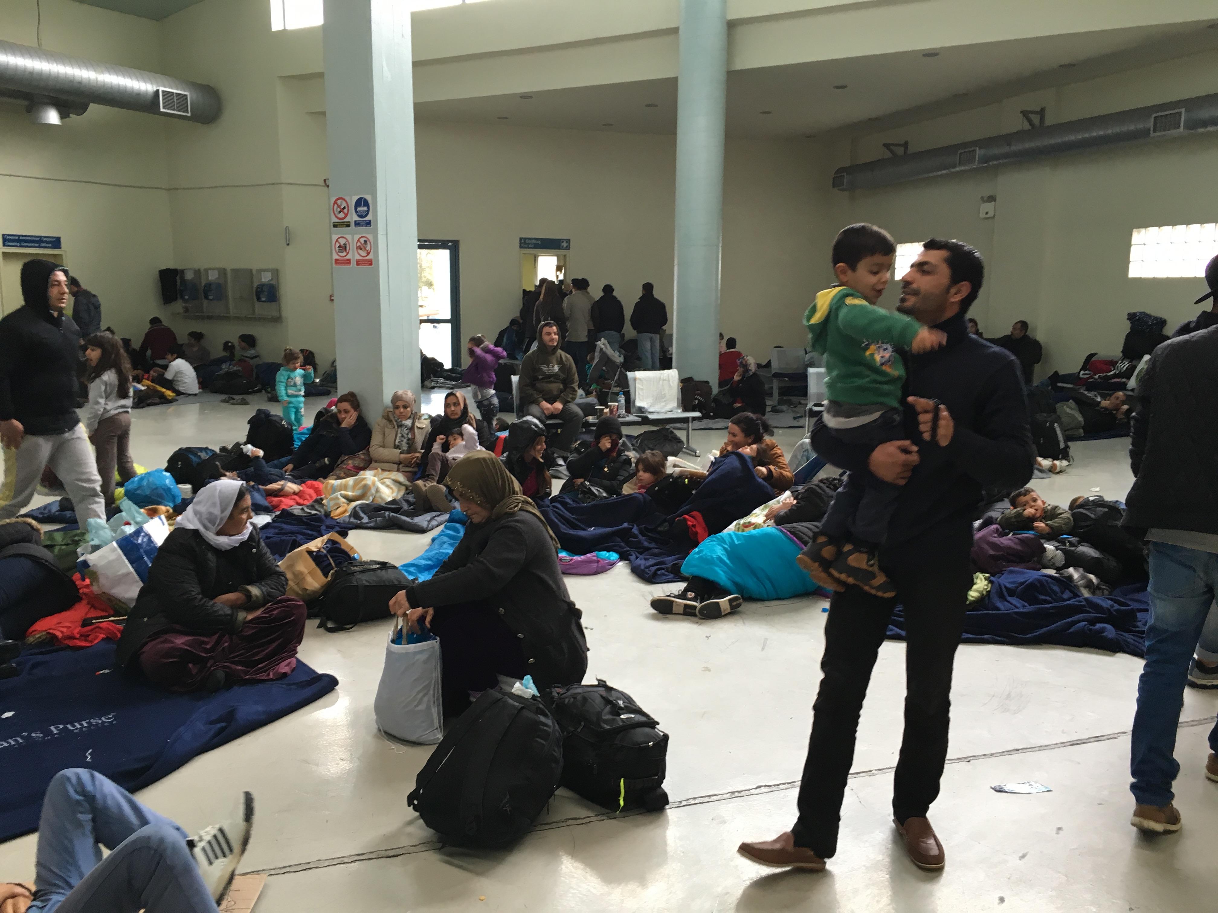 Terminal del Pireo, aquí ll egan las personas refugiadas desde las islas cuando las trasladan en ferris. Fotografía: D.P.
