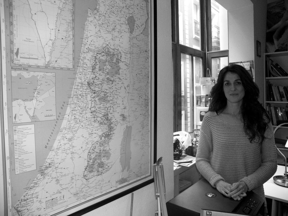 Mar Gijón durante la entrevista realziada en la oficina de la Asociación Palestina Biladi. Fotografía de Eneko Calle.