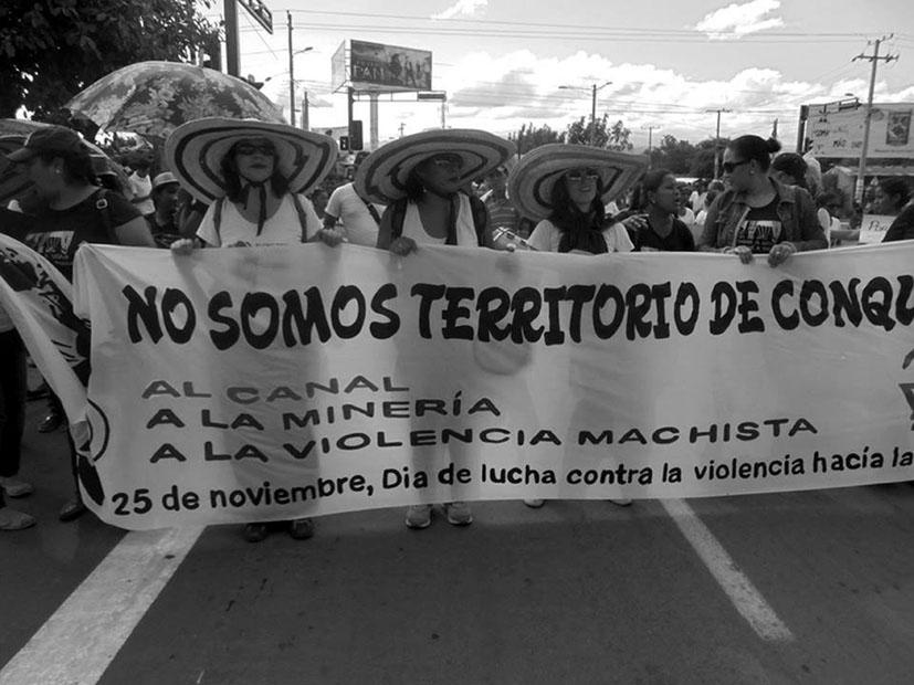 Los grupos feministas y de mujeres están tomando en Nicaragua un papel protagonista dentro de la sociedad civil como oposición al proyecto bajo el lema: soberanía para mi cuerpo, soberanía para mi país. Fotografía: Rosibel Kreimann.