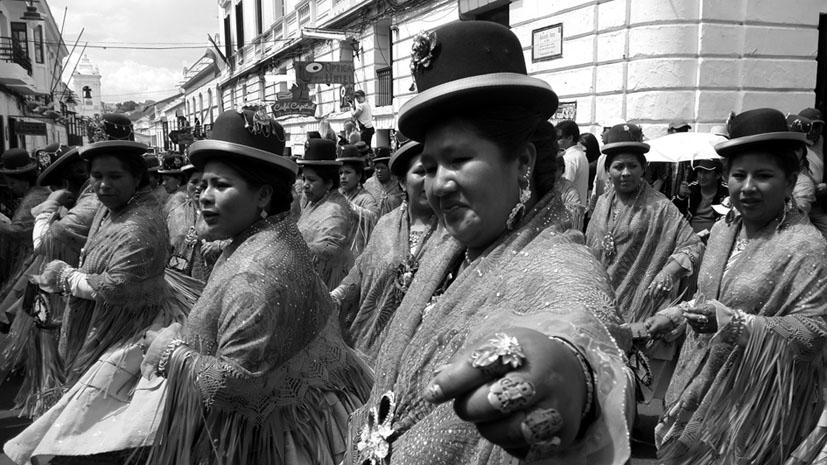 Cholas en la morenada de la ciudad de Sucre en septiembre de 2014. Fotografía: Gloria Beretervide.