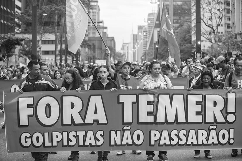 Marcha contra Michel Temer y el golpe parlamentario el 4 de septiembre en São Paulo en la que participaron más de 100 mil personas. La protesta fue violentamente reprimida por la policía. Fotografía: Miguel Angel Herrera/Shuffle Video Design.