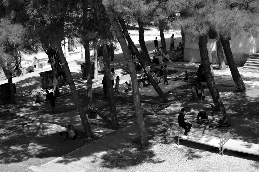 Única zona de sombra del campamento, cuyo acceso está restringido a las organizaciones de voluntariado, y que cuenta con una clínica y un Baby Hammam.