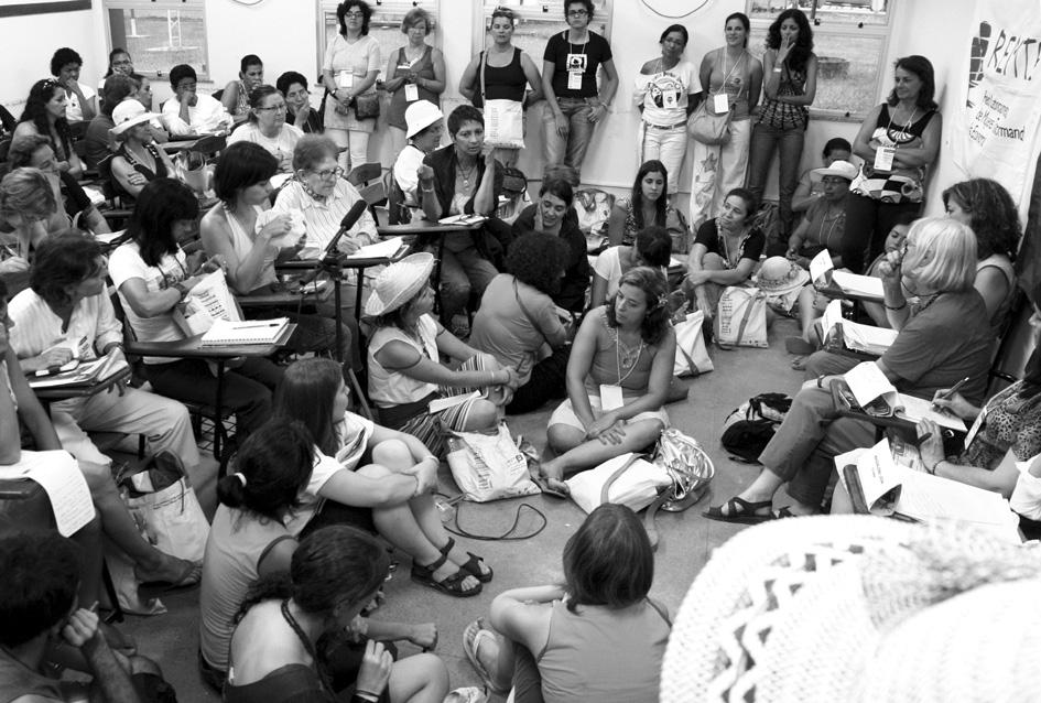 """Taller """"Mujeres y Economía Solid ari a"""" en el Foro Social Mundi al (Bele m). Fotografía de FEDAEPS."""