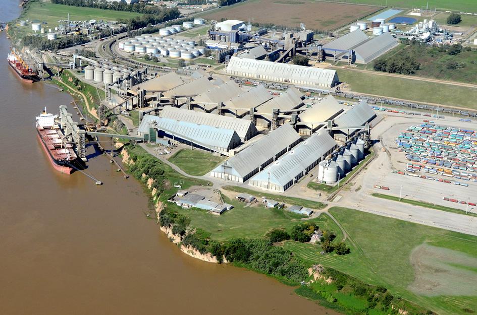 Uno de los puertos del Gran Rosario (Santa Fe), donde están instaladas las mutinacionales aceiteras y se exporta el biodiesel. Fotografía de